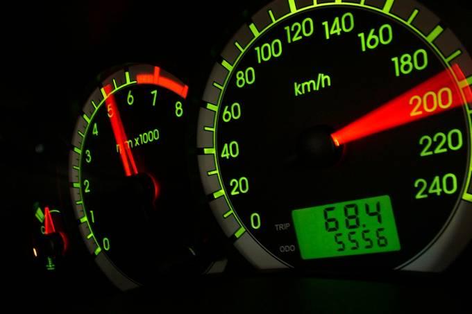 5697c3bb82bee121100a60e6velocimetro-do-focus-ghia-2-0-16v-da-ford-testado-pela-revista-quatro-rodas-m.jpeg
