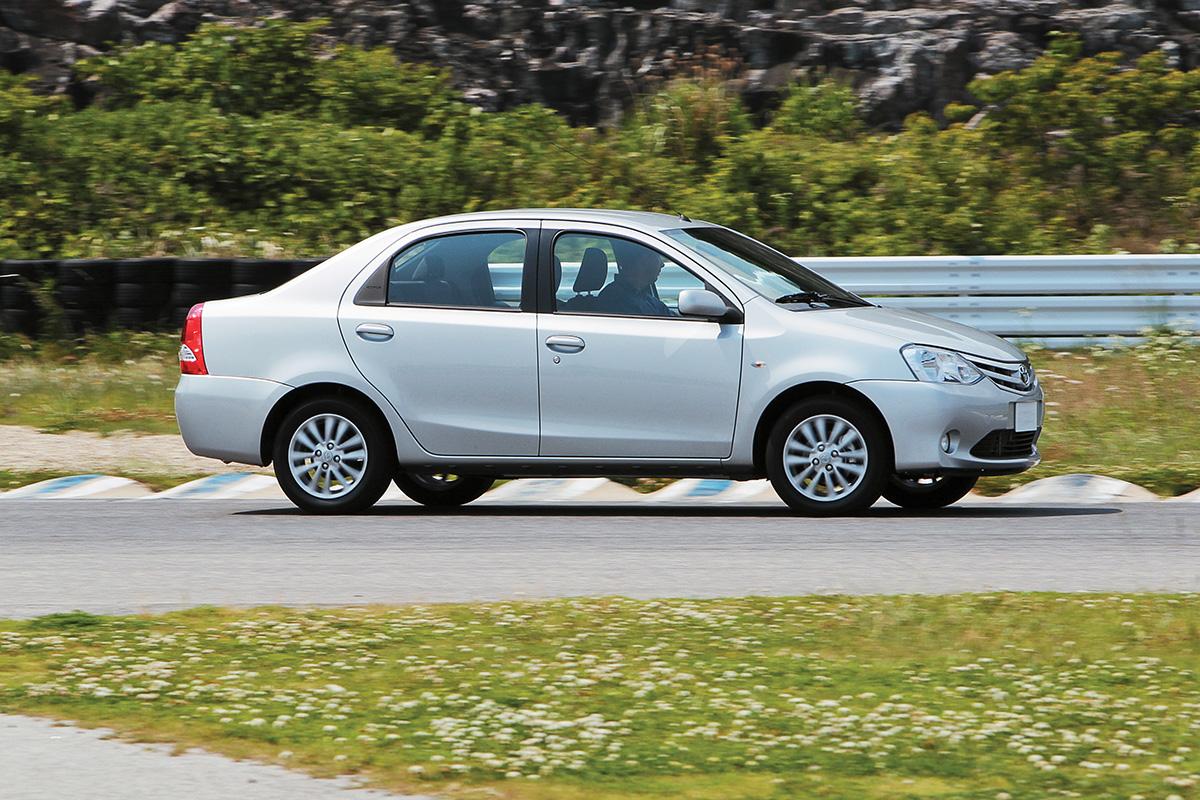 Toyota Etios sedã XS 1.5 2013