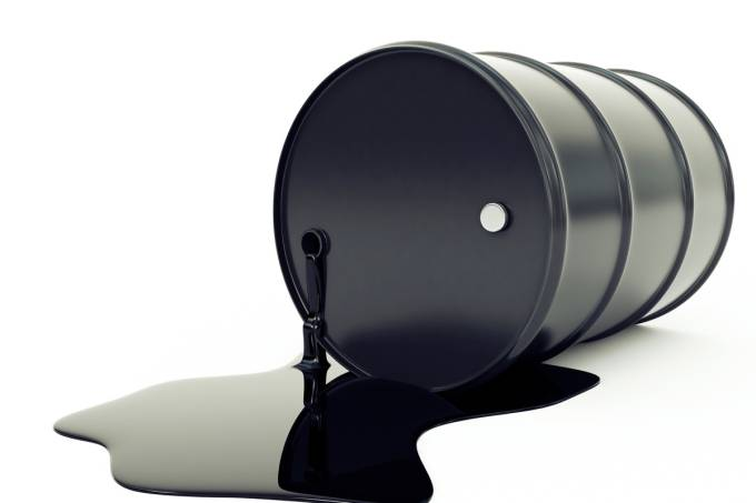 569e8f6b0e21630a3e0f2013bigstock-oil-barrel-and-pool.jpeg