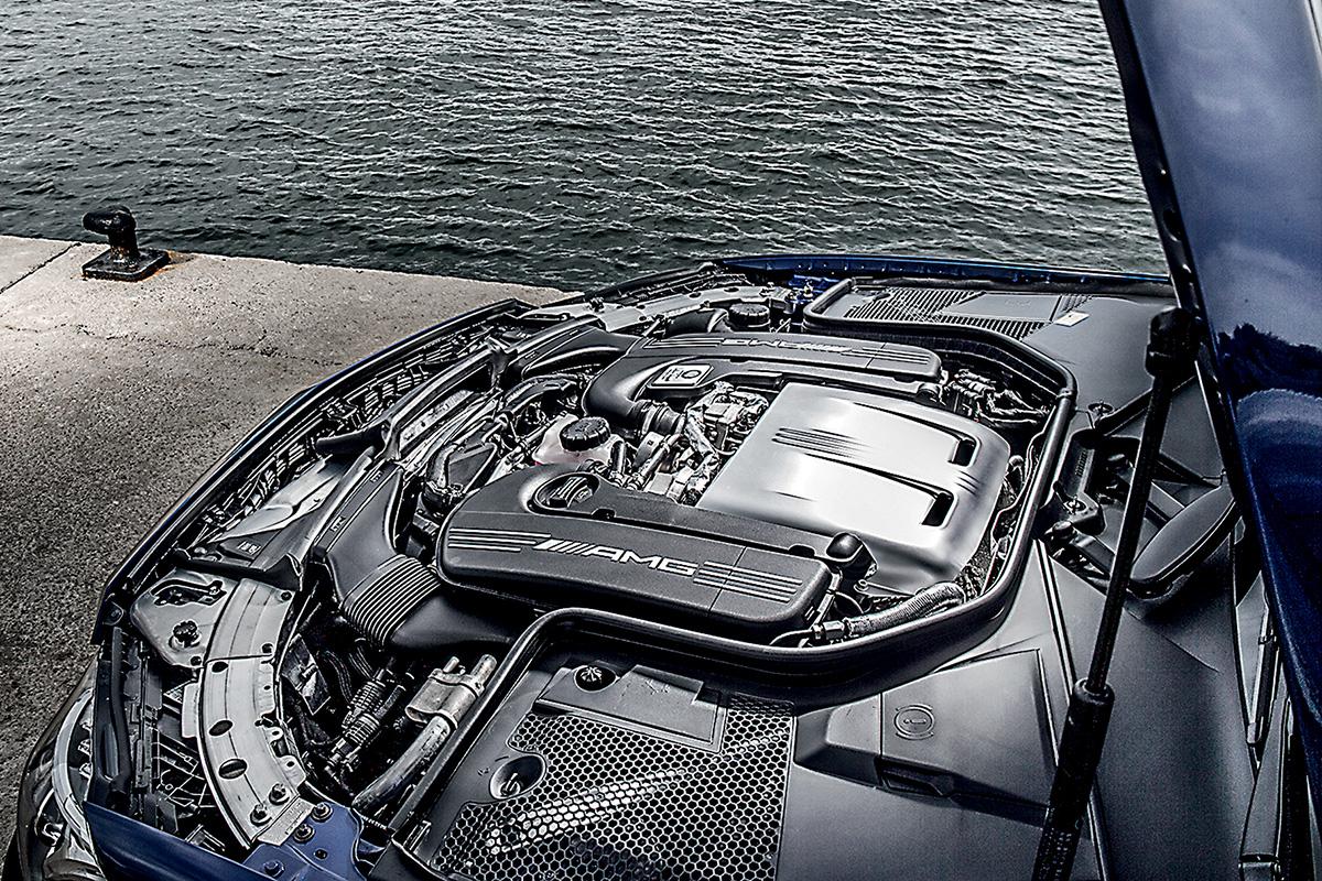 O V8 tem 4 litros e é biturbo