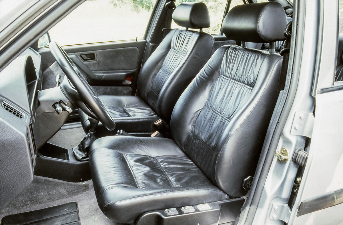 Chevrolet Omega 3.0i CD x Fiat Tempra Ouro 2.0 16V