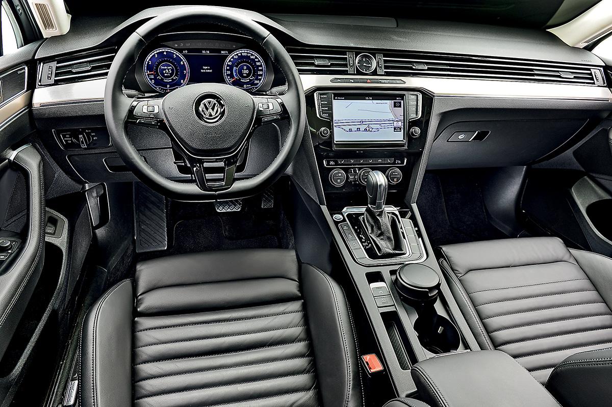 Interior traz elementos distintos da linha VW, como a forma contínua das saídas de ar