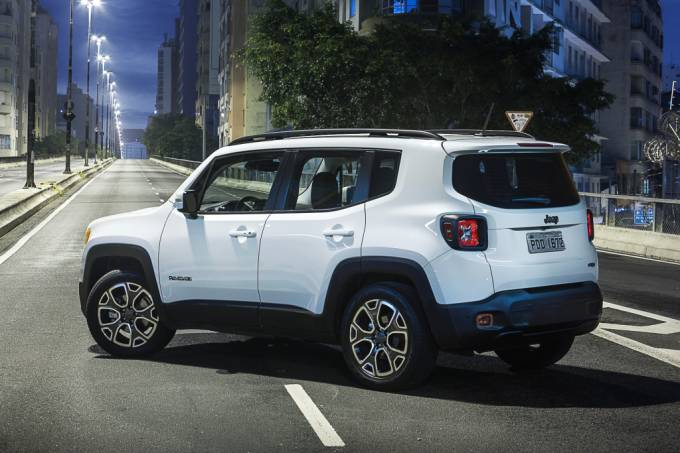 56c20eb80e21630a3e129522jeep-renegade-3.jpeg