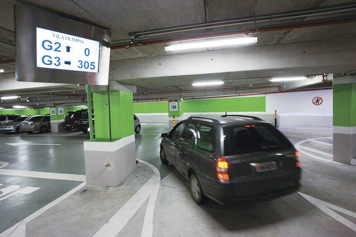 Correio técnico: posso ser multado dentro de um estacionamento?