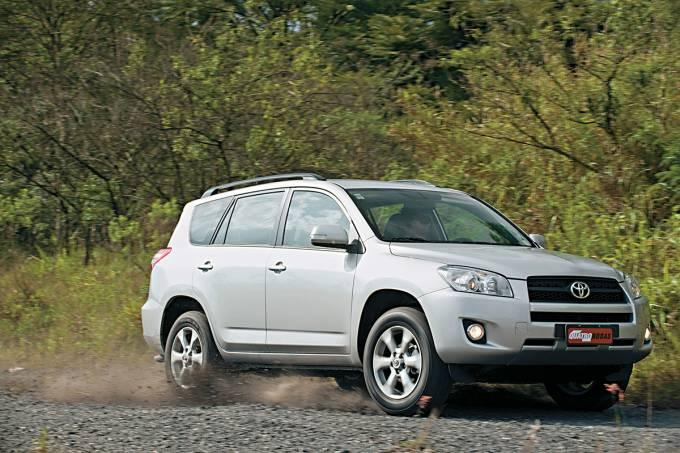 56cb17050e21630a3e13402arav4-4×2-modelo-2011-da-toyota-testado-pela-revista-quatro-rodas.jpeg