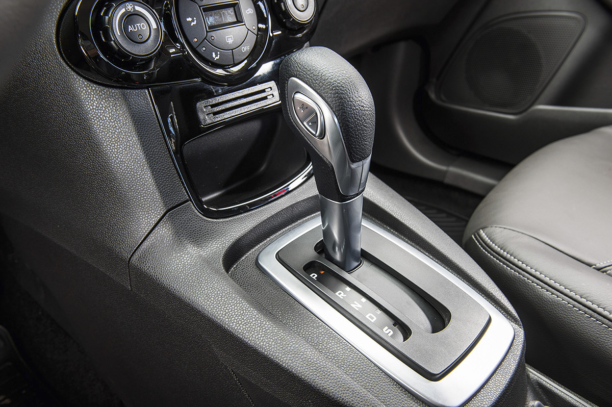 Câmbio do New Fiesta Titanium modelo 2013 da Ford, durante teste comparativo da
