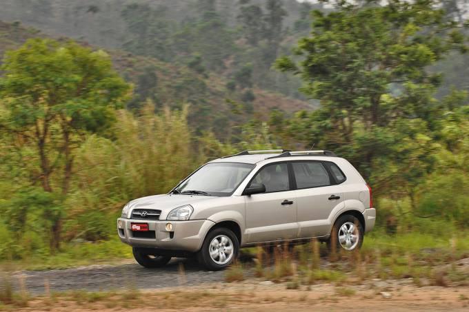 56e1cbe10e21630a3e16bd61tucson-2-0-modelo-2008-da-hyundai-durante-teste-da-revista-quatro-rodas.jpeg