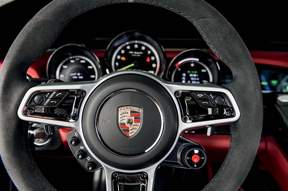 Botão (redondo) no volante seleciona modos de condução