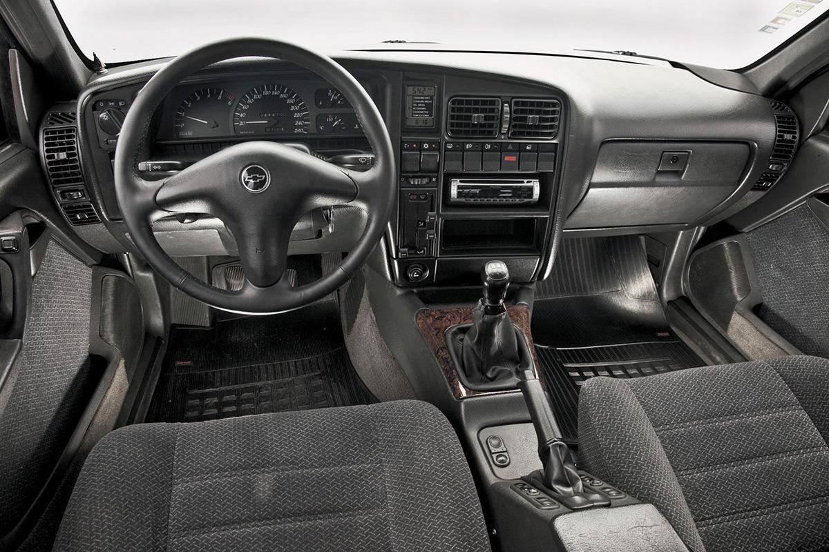 Interior do Omega CD 4
