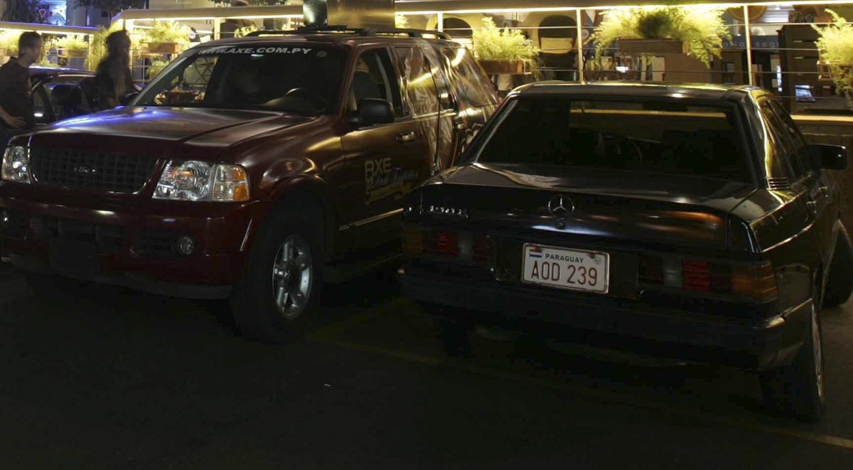 Shopping center e carros importados