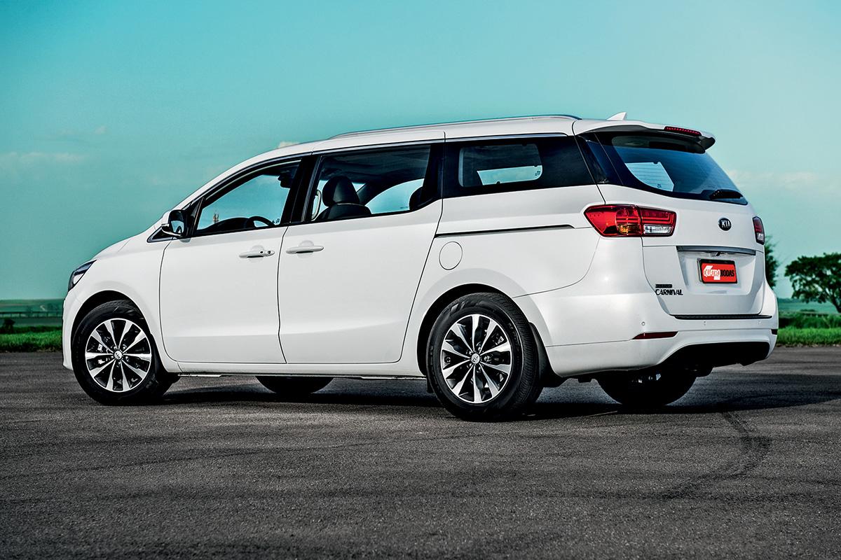 Kia vem com rodas aro 18, enquanto a Chrysler tem rodas de 17 polegadas