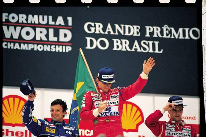 56f44ac882bee10ed5089e06ayrton-senna-da-mclaren-comemorando-a-vitoria-no-gp-do-brasil-de-f1-entre-ric.jpeg