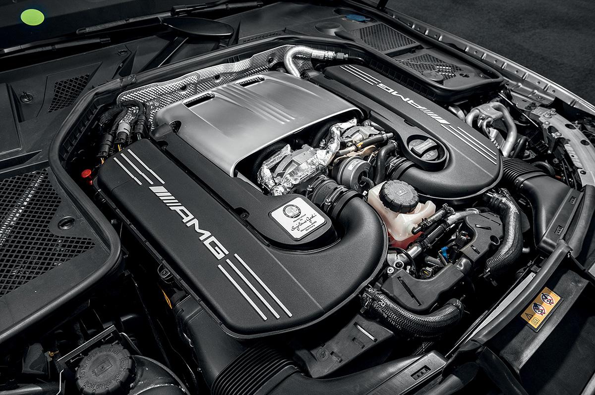 O Mercedes tem motor V8 de 517 cavalos e 71,4 mkgf
