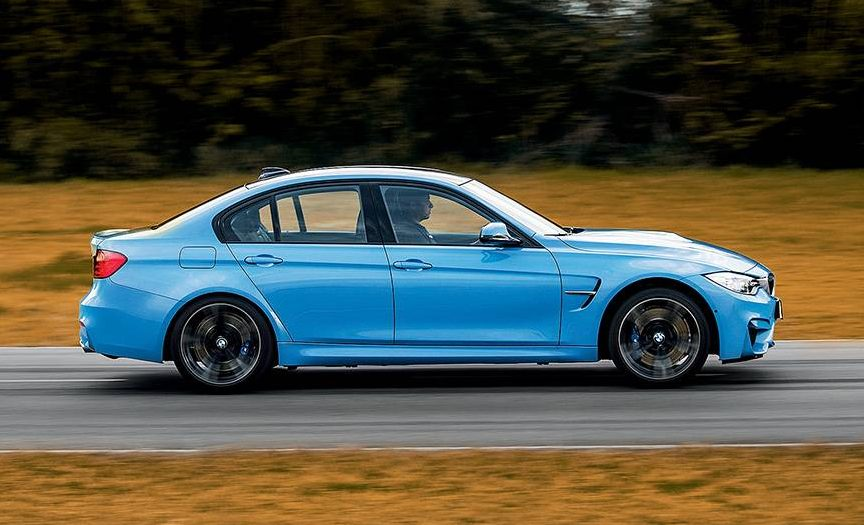 Menos potente, mas com peso menor, o M3 foi mais rápido que o Mercedes na pista