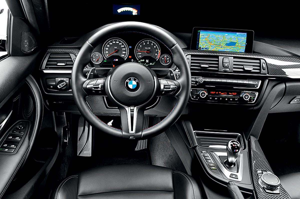 Volante do BMW é um pouco desalinhado em relação aos pedais