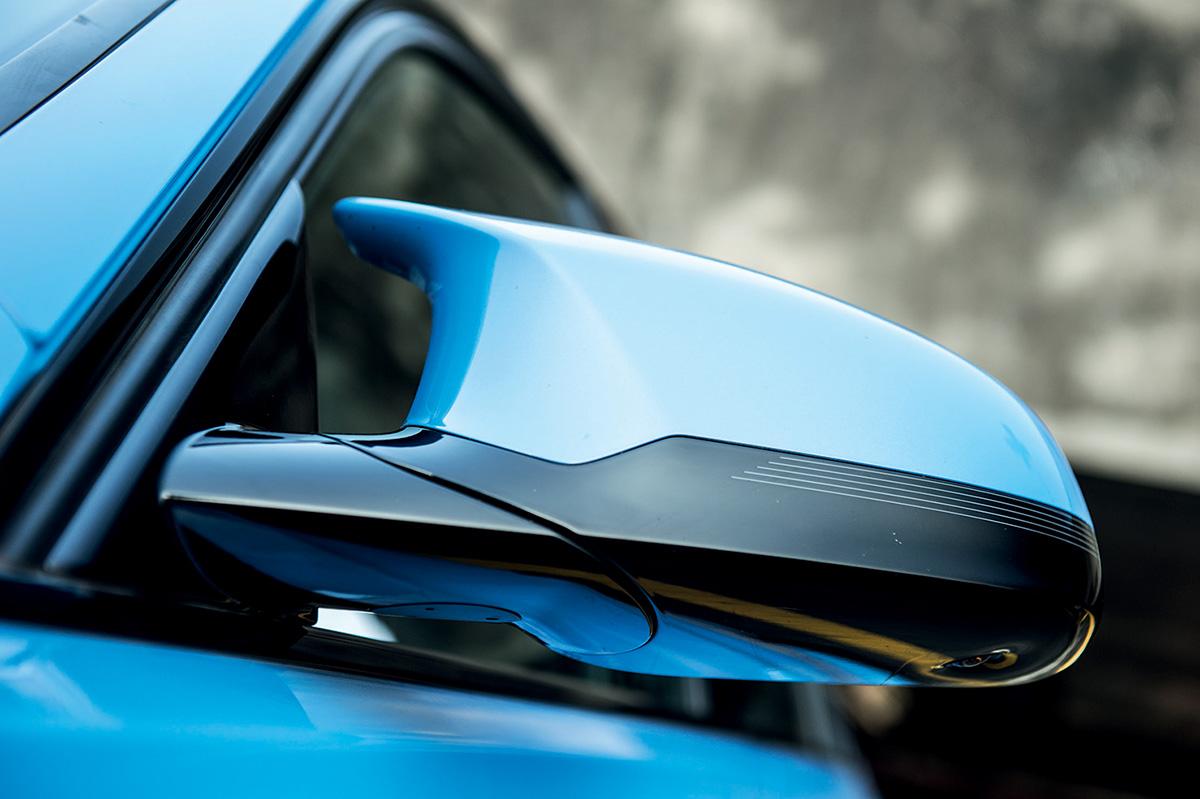 No M3, o foco é a performance: retrovisores possuem desenho aerodinâmico