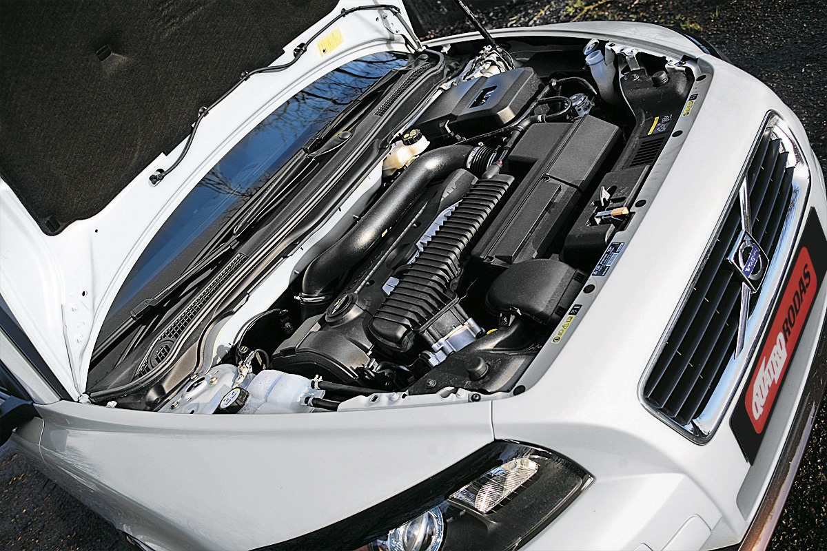 Motor do Volvo C30, modelo 2007, durante teste da revista Quatro Rodas