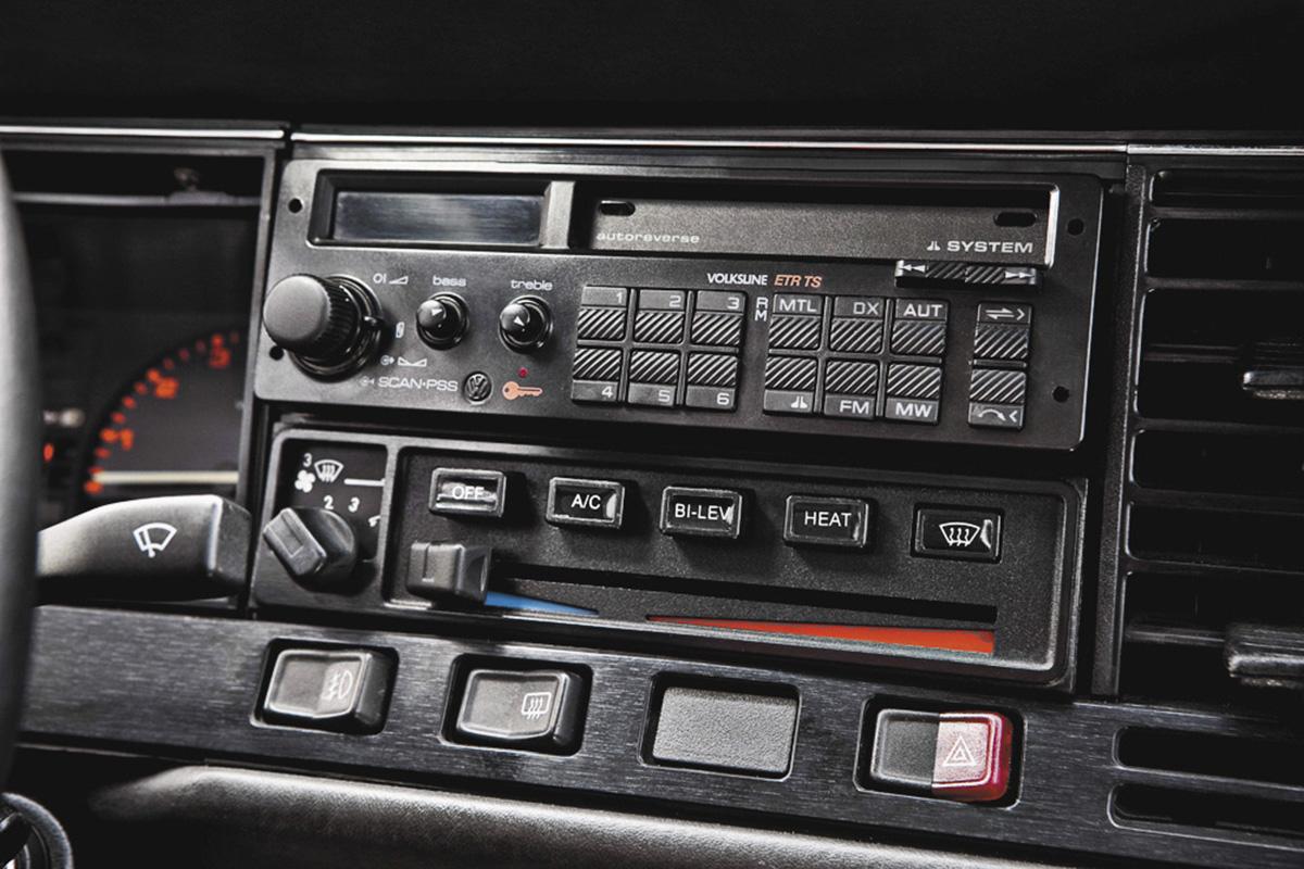 Toca-fitas do Santana Ex, modelo 1990 da Volkswagen, do administrador de empresa