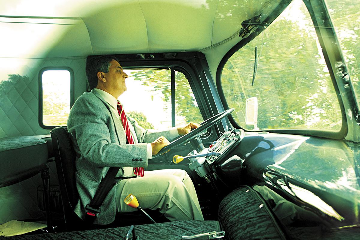 Osvaldo Tadeu Strada, programador e colecionador de caminhões FNM - 1