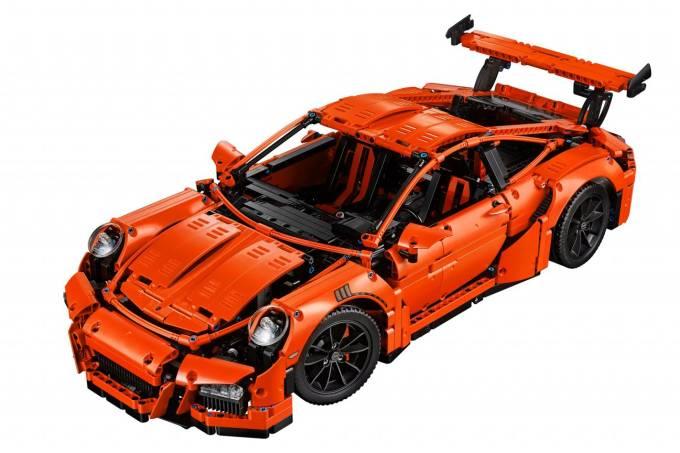 571f98e582bee14059006f28porsche-911-lego-1.jpeg