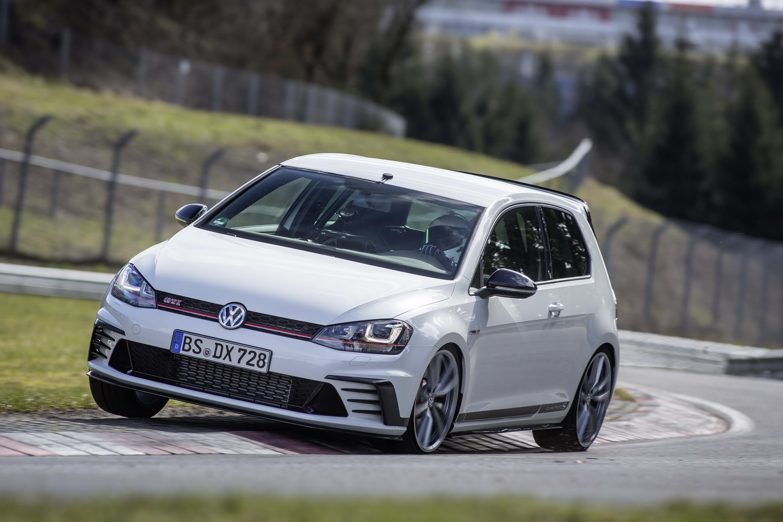 Golf GTI Clubsport recorde Nürburgring (1)