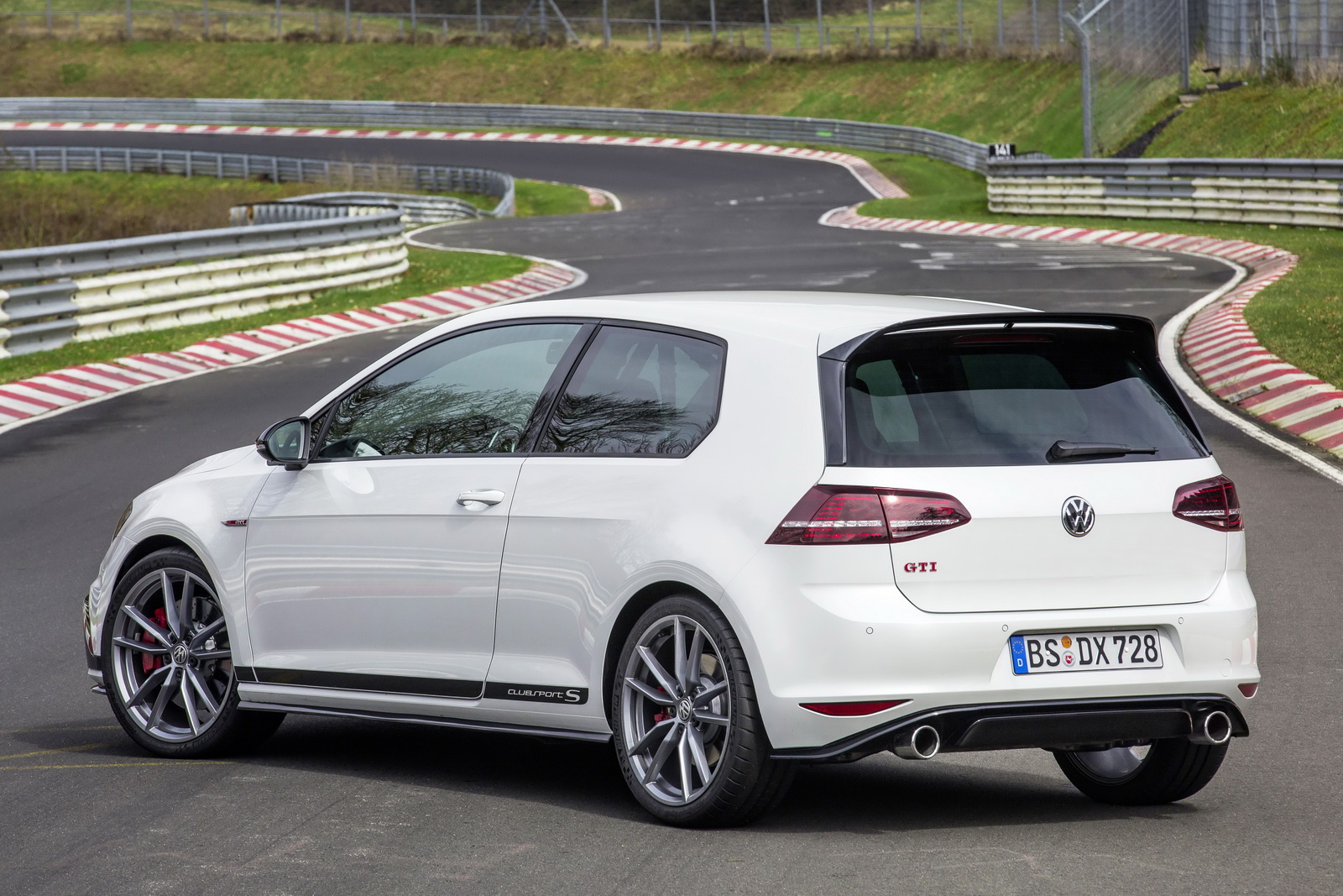 Golf GTI Clubsport recorde Nürburgring (2)