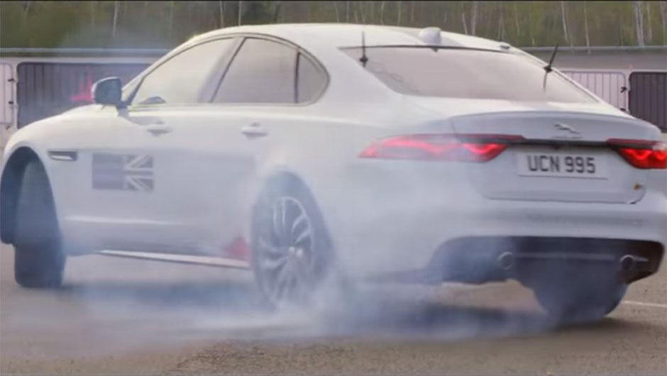 Romain Grosjean pilotando Jaguar XF