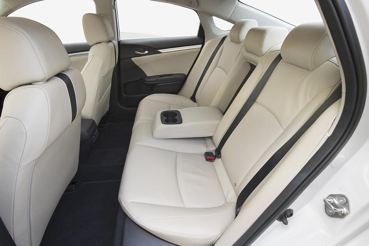 16_Civic_Sedan_101