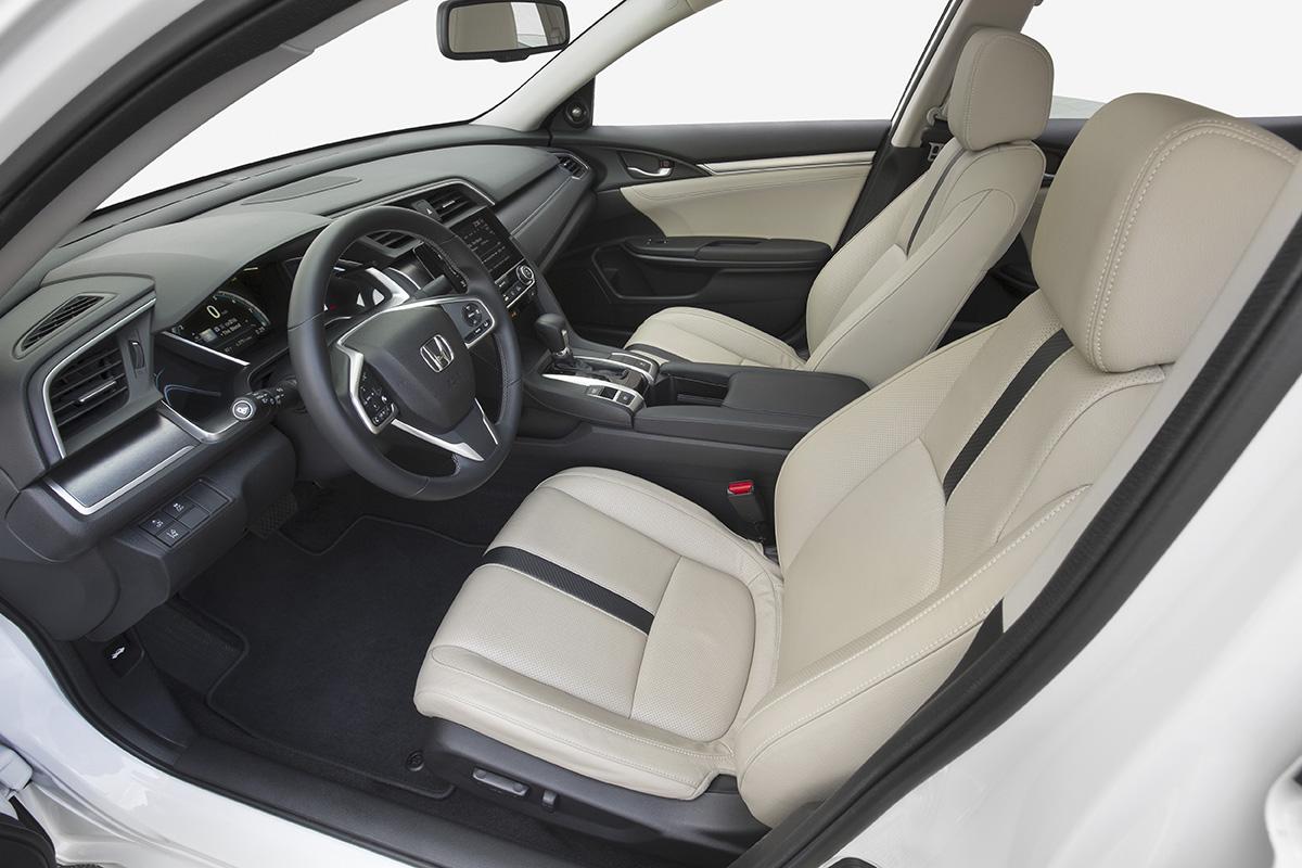 16_Civic_Sedan_104