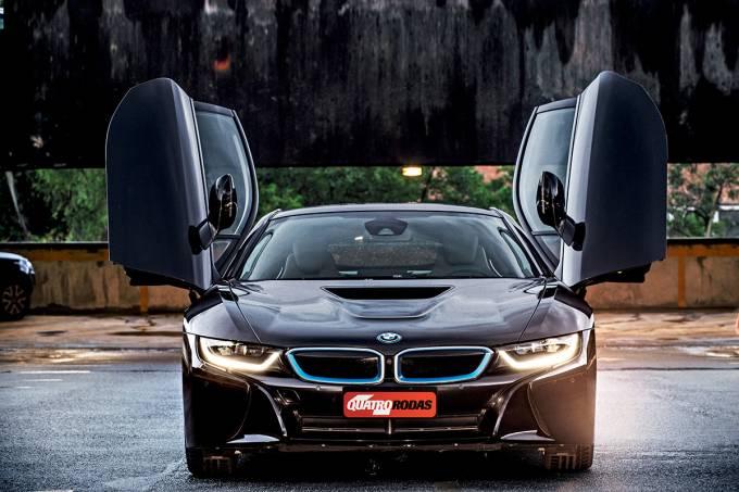 BMW i8 com DRL ativado