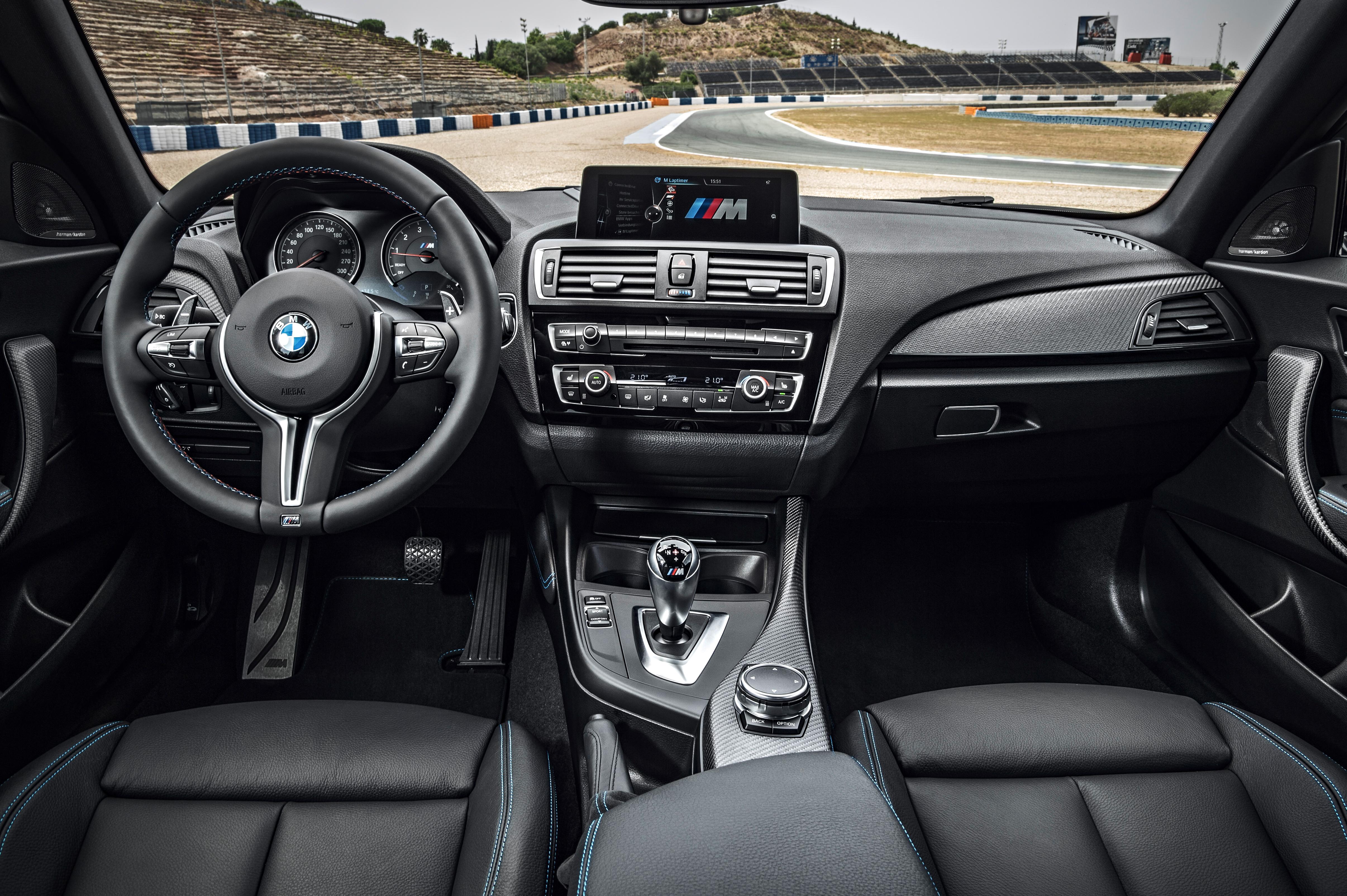 BMW M2 Coupé (interior)