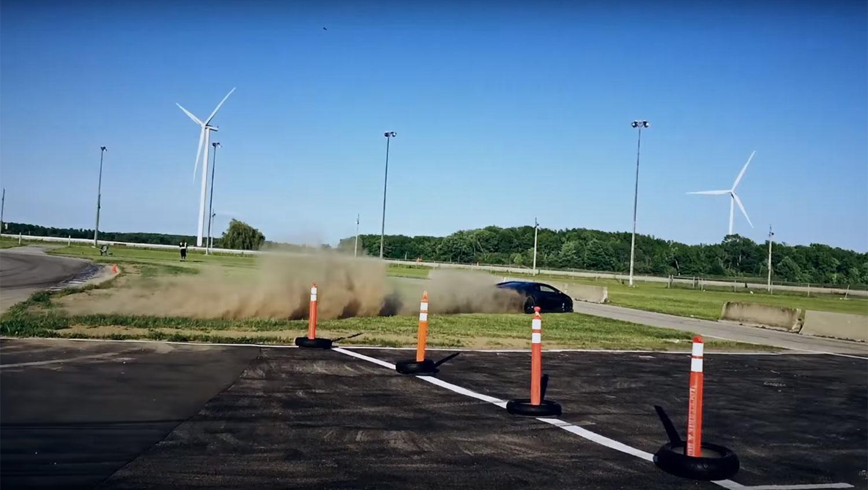 Lamborghini fica sem freios e quase bate