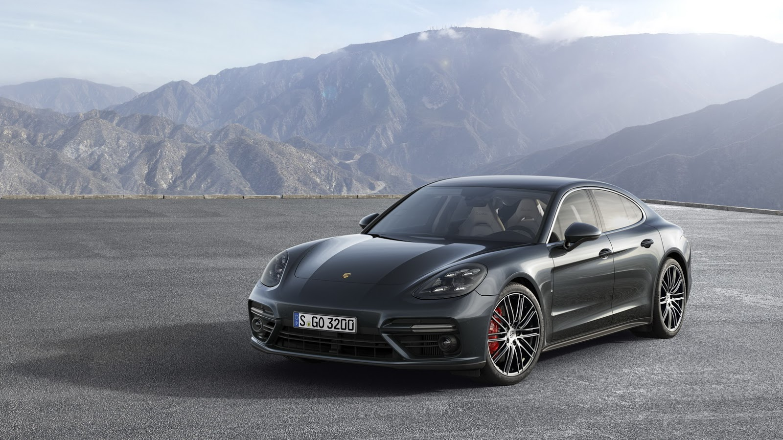 Novo Porsche Panamera 5