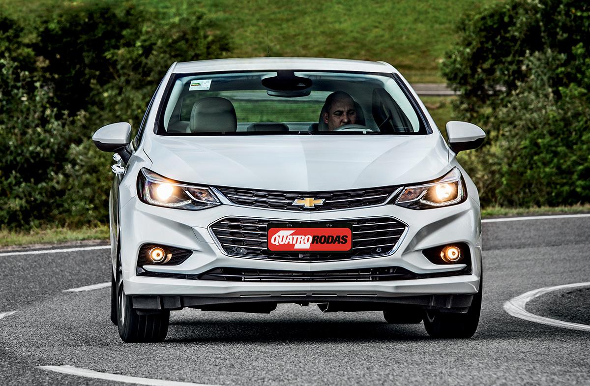 Porque as luzes diurnas do Chevrolet Cruze apagam quando se aciona a seta?