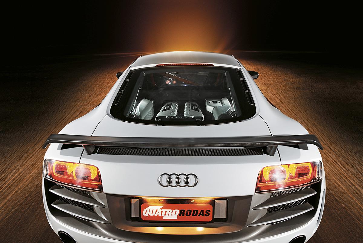 Traseira do R8 GT modelo 2012 da Audi, durante teste da revista Quatro Rodas