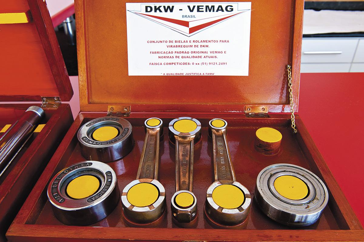 Conjunto de bielas e rolamentos vendidos na concessionária Dekabras