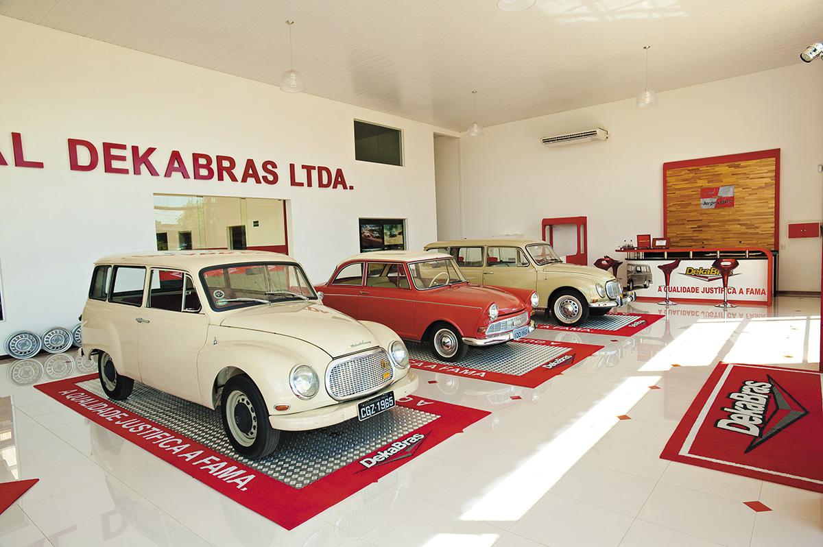 Interior da concessionária Dekabras