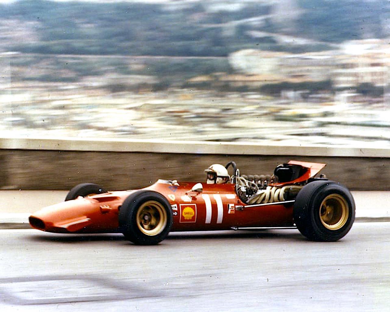 Chris Amon pilotando uma Ferrari em 1966