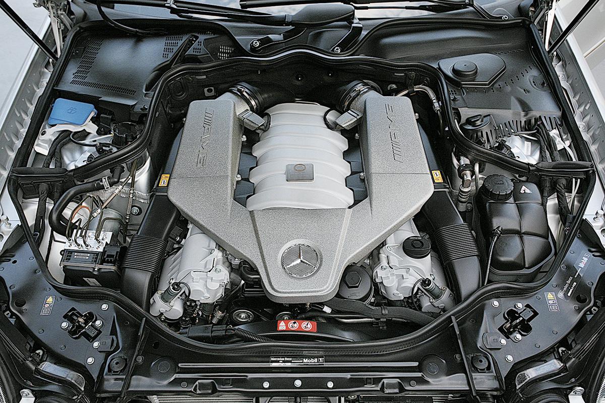 Motor V8 do Mercedes Benz E 63 AMG
