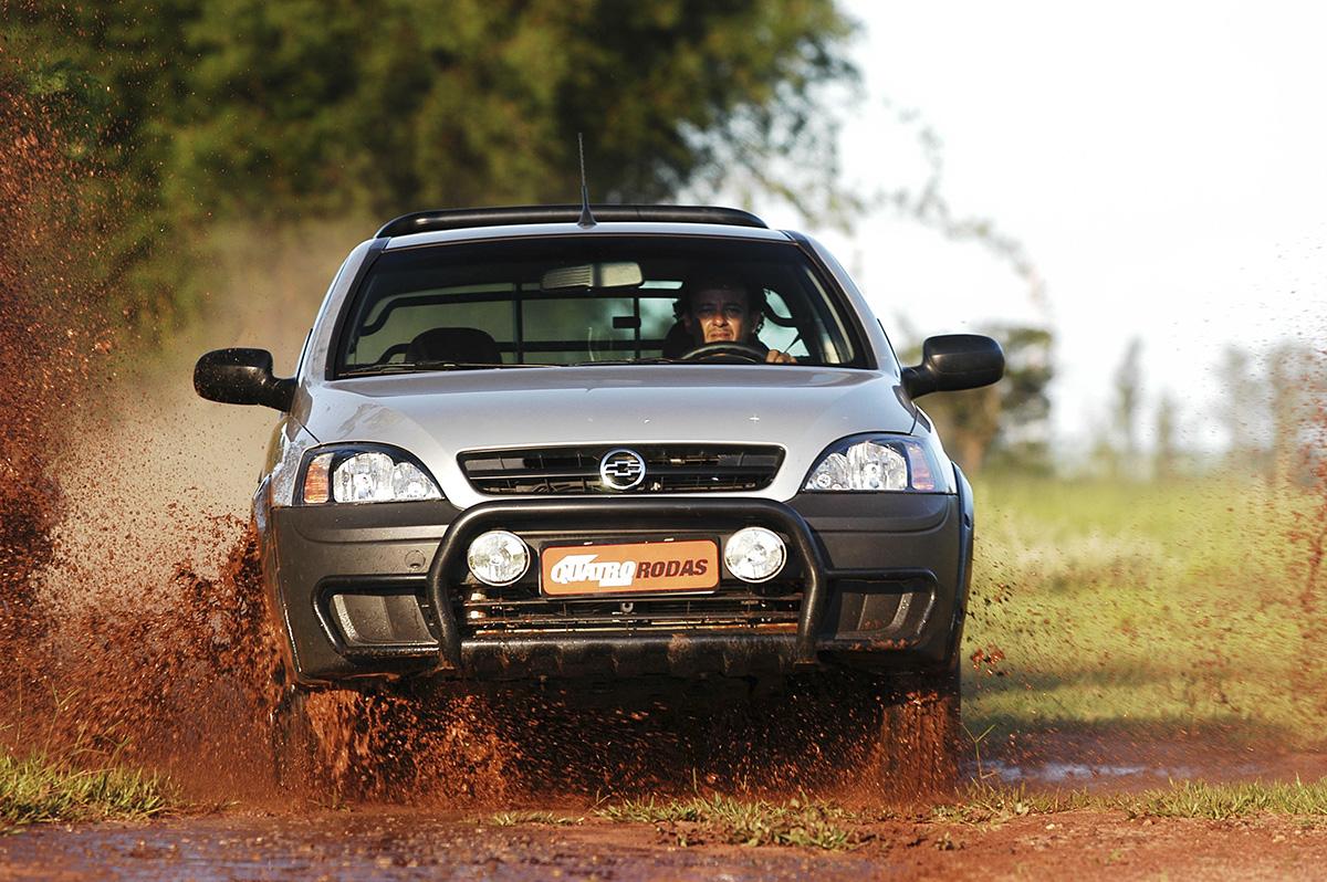 Chevrolet Montana na lama