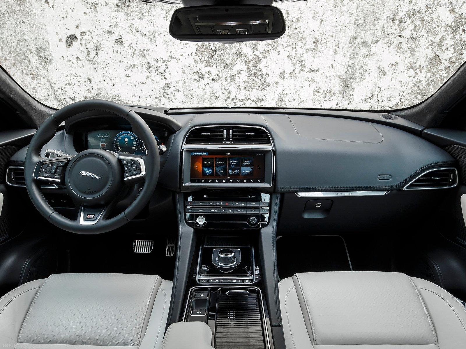 Jaguar F-Pace (interior)