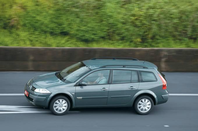 57d83c0b0e21630270014b00megane-grand-tour-1-6-modelo-2011-da-renault-durante-teste-comparativo-da-revis.jpeg