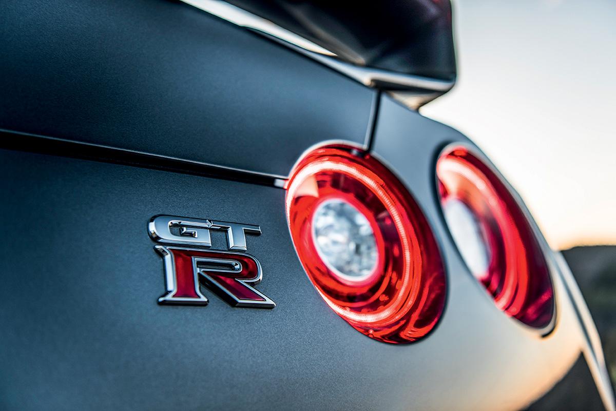 Apresentado como conceito em 2001, o GT-R foi lançado em 2007 e passa pelo seu primeiro facelift