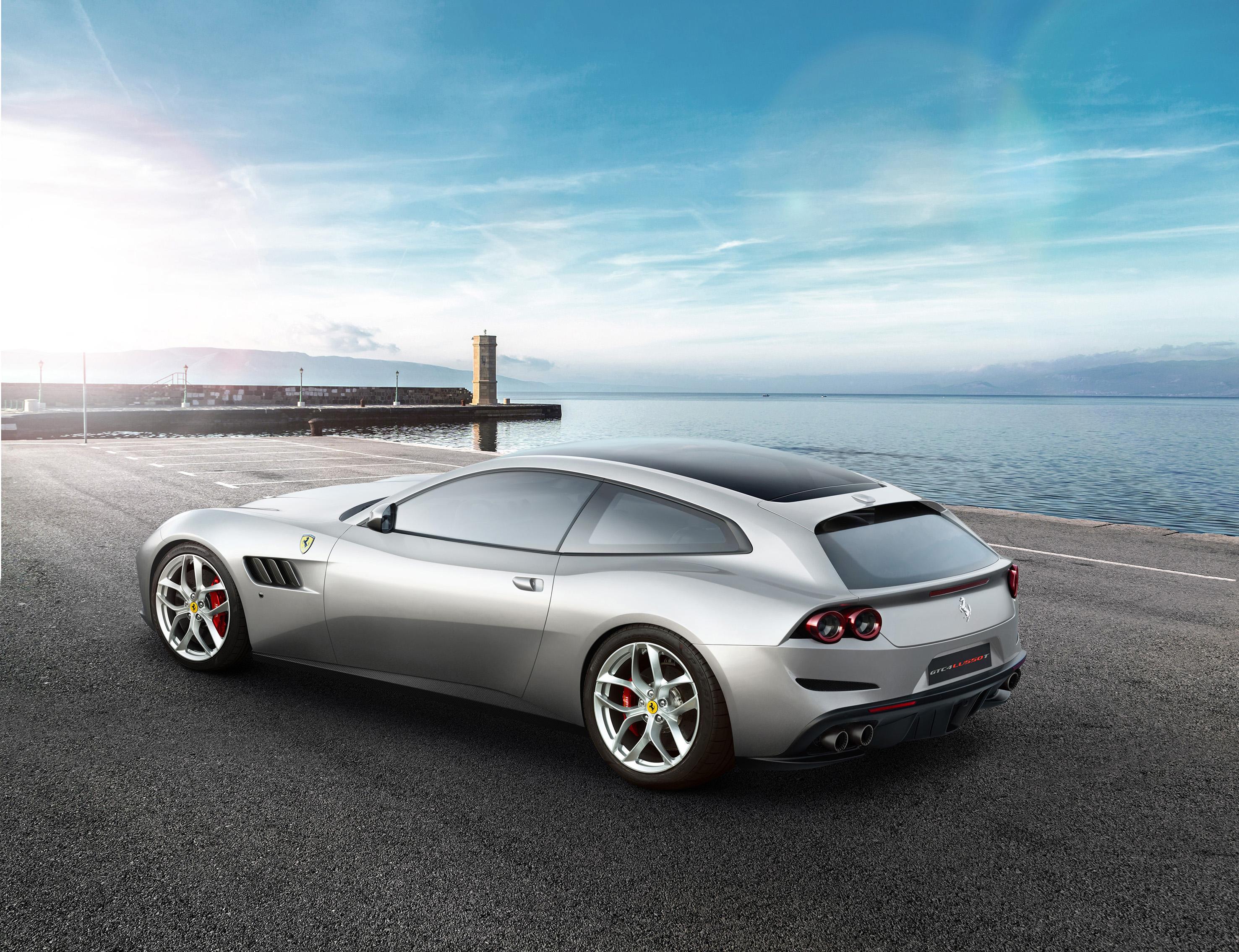 Ferrari GTC4Lusso T V8