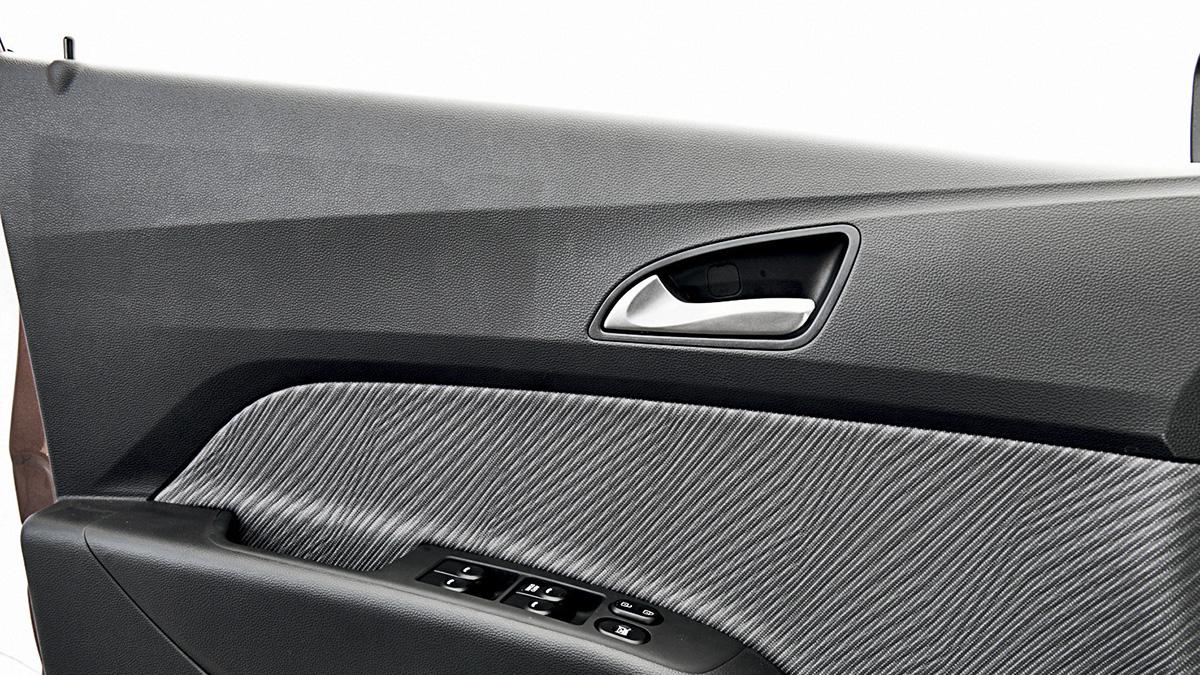 Lateral da porta do HB20 modelo 2012 da Hyundai