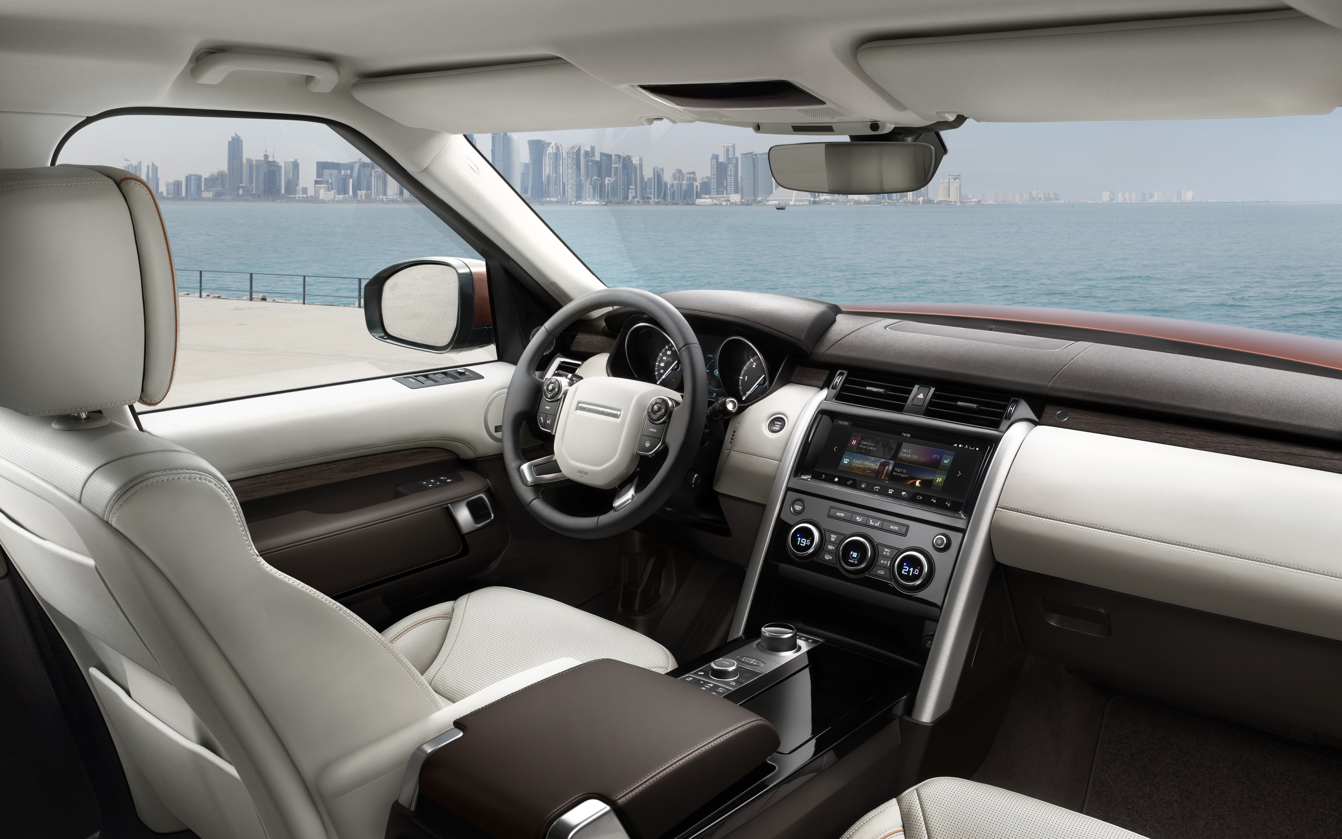 Land Rover Discovery (interior)