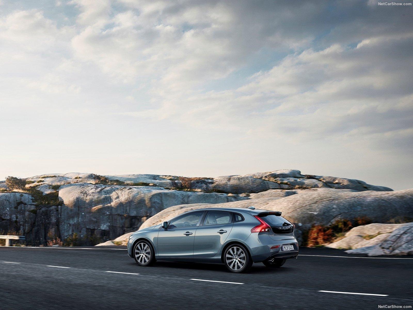 Volvo-V40-2017-1600-0c