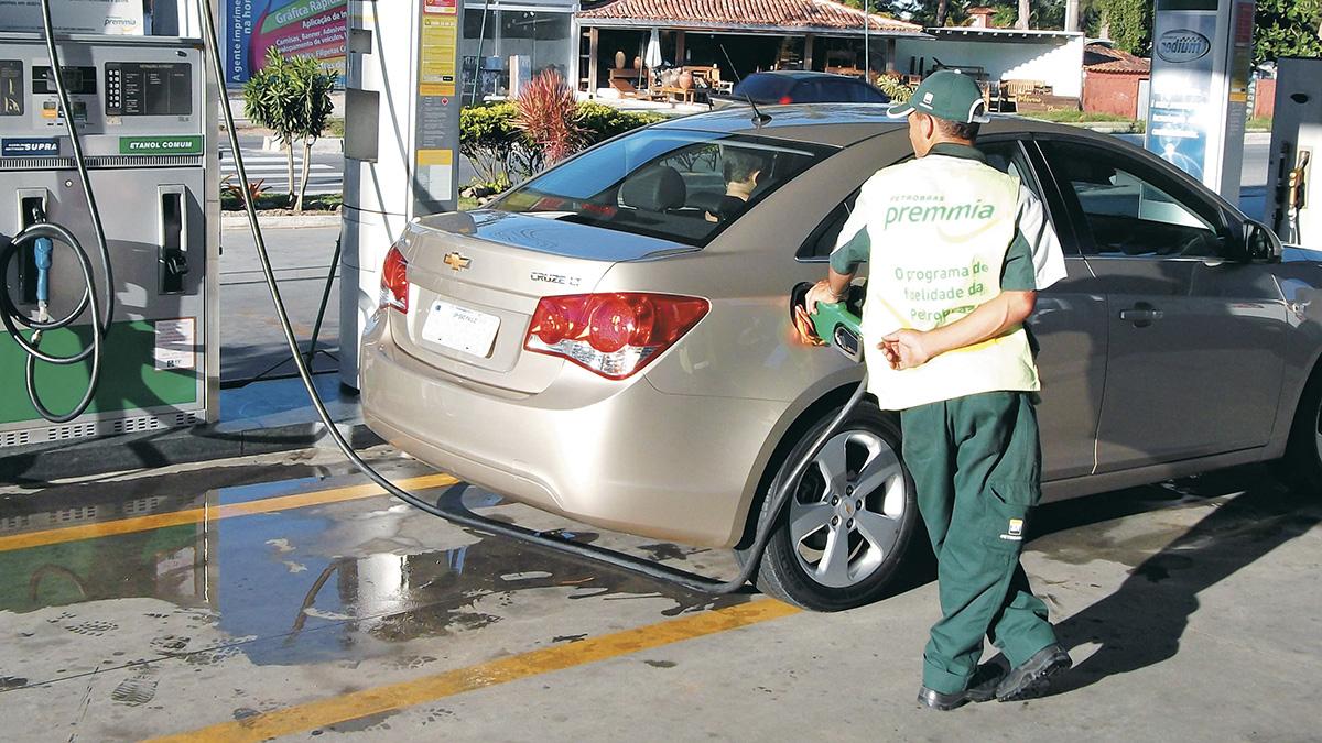 Reabastecimento do Chevrolet Cruze LTZ de Longa Duração