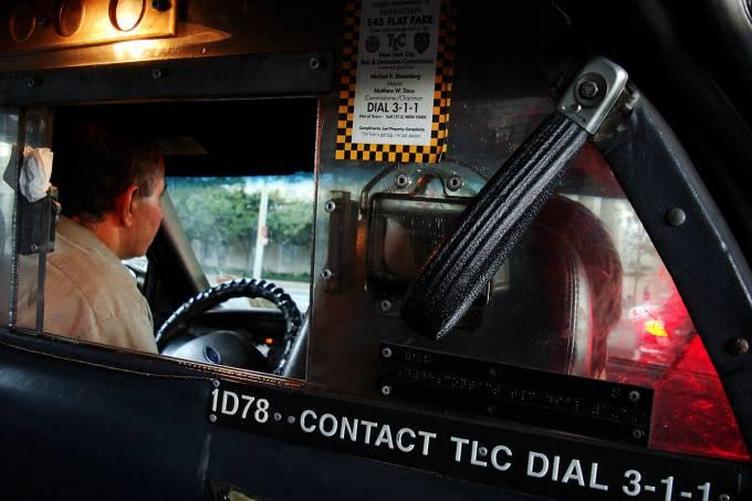 57eee2b10e21630270053ff1interior-de-um-taxi-em-nova-york.jpeg