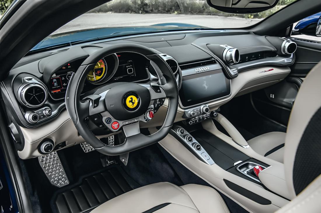 Por dentro, sofisticação de um GT de luxo